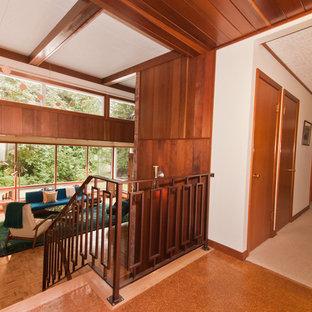 Пример оригинального дизайна интерьера: лестница в стиле ретро