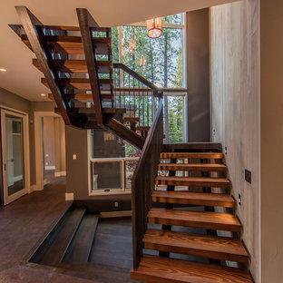 Ejemplo de escalera suspendida, contemporánea, grande, sin contrahuella, con escalones de madera