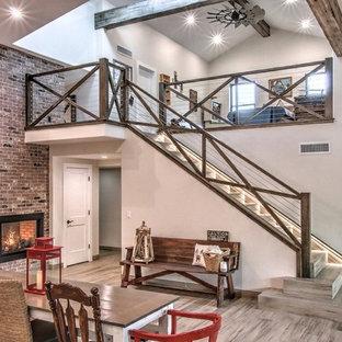 フェニックスの大きいタイルのカントリー風おしゃれな直階段 (タイルの蹴込み板、混合材の手すり) の写真