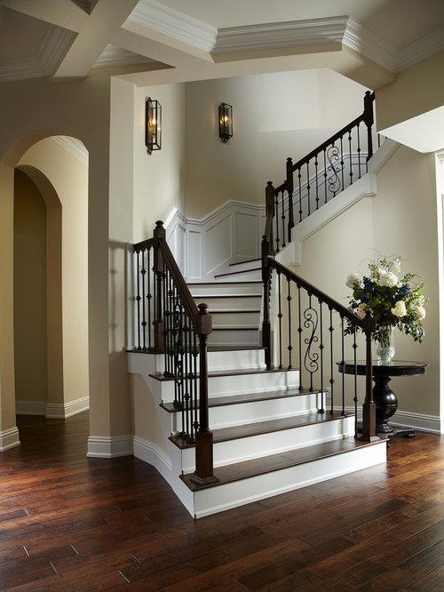 Traditional staircase design ideas remodels photos for Casas modernas llc west 12th street dallas tx