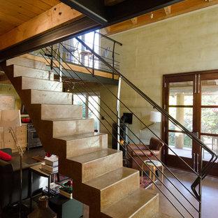 Ejemplo de escalera suspendida, actual, pequeña, con escalones de hormigón y contrahuellas de hormigón