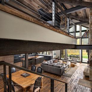 Diseño de escalera en U, rústica, de tamaño medio, con barandilla de metal