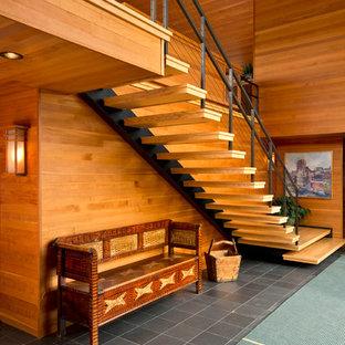 Imagen de escalera recta, contemporánea, grande, sin contrahuella, con escalones de madera