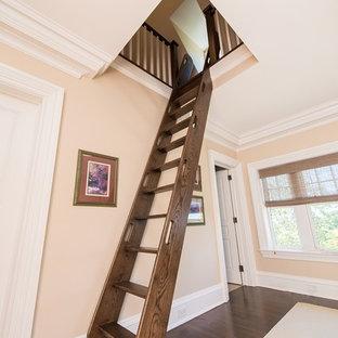 Inspiration för små klassiska trappor i trä, med öppna sättsteg