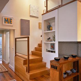 Foto de escalera bohemia, grande, con contrahuellas de madera y escalones de madera
