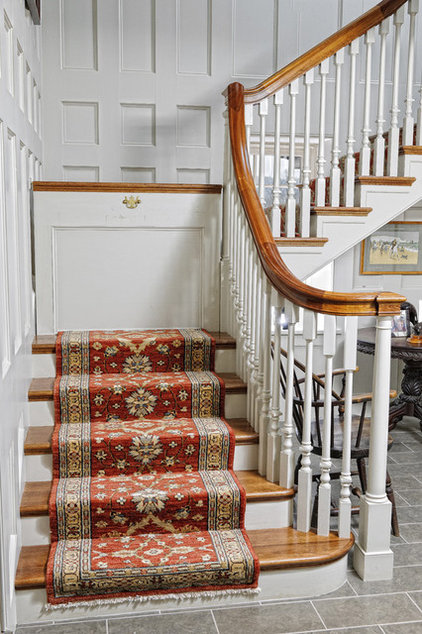 Farmhouse Staircase by Archer & Buchanan Architecture, Ltd.