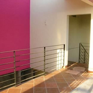 メキシコシティの地中海スタイルのおしゃれな階段の写真