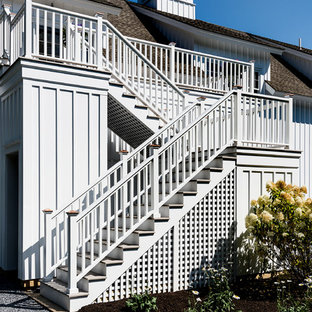 Example of a cottage staircase design in New York
