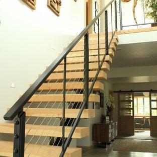 他の地域のミッドセンチュリースタイルのおしゃれな階段の写真