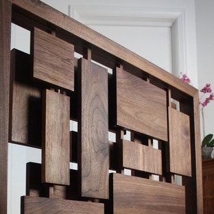 Bild på en liten 60 tals trappa i trä, med sättsteg i trä