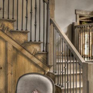 Bild på en shabby chic-inspirerad trappa