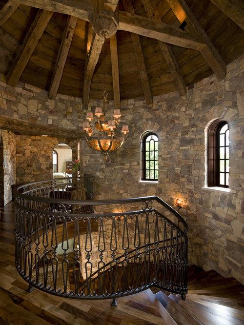 foto de escalera rstica con escalones de madera y barandilla de metal