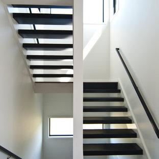 Удачное сочетание для дизайна помещения: п-образная лестница в стиле модернизм с деревянными ступенями - самое интересное для вас