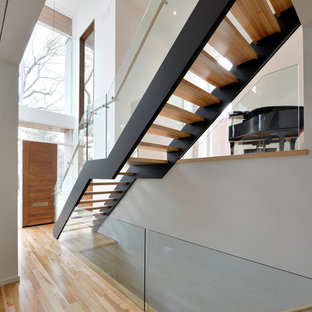 Example of a minimalist floating open staircase design in Ottawa