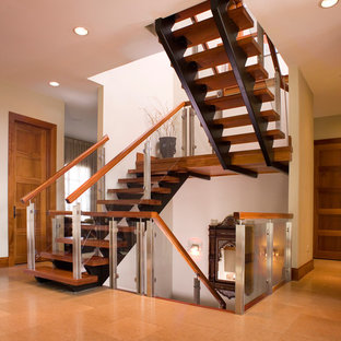 Staircase - modern staircase idea in Chicago