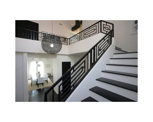 Example Of A Minimalist Staircase Design In Miami