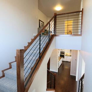 Foto de escalera en U, de estilo de casa de campo, grande, con escalones enmoquetados y contrahuellas enmoquetadas