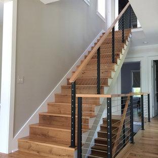 Modelo de escalera en U, campestre, grande, con escalones de madera y contrahuellas de madera