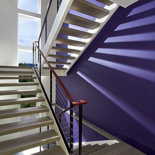 Inspiration pour un grand escalier sans contremarche design en U avec des marches en bois.
