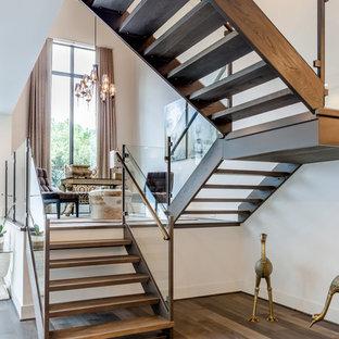Modelo de escalera en U, clásica renovada, de tamaño medio, sin contrahuella, con escalones de madera