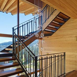 Imagen de escalera en U, rural, extra grande, sin contrahuella, con escalones de madera