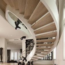 Modern Staircase by David De La Garza / ZURDODGS
