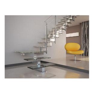 Imagen de escalera en L, moderna, sin contrahuella, con escalones de vidrio