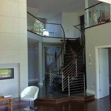 Modern Staircase by Intermat - Centre de l'Escalier