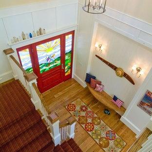 ソルトレイクシティの大きい木のトランジショナルスタイルのおしゃれな折り返し階段 (木の蹴込み板) の写真