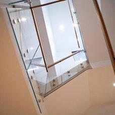 Modern Staircase by BiglarKinyan Design Planning Inc.