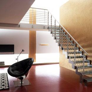 Modelo de escalera recta, moderna, grande, sin contrahuella, con escalones de vidrio y barandilla de cable