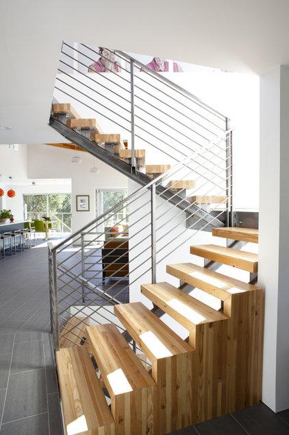 Contemporary Staircase by 360 design studio