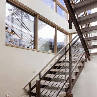 Imagen de escalera en U, rústica, grande, sin contrahuella