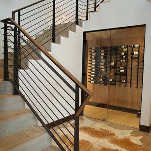 """Esempio di una scala a """"L"""" moderna di medie dimensioni con pedata in legno e alzata in legno"""