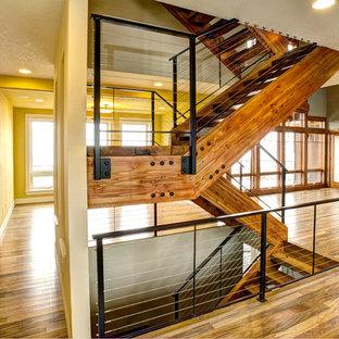 ポートランドのラスティックスタイルのおしゃれな階段の写真