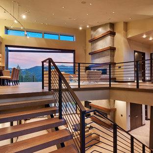 Modelo de escalera suspendida, contemporánea, extra grande, sin contrahuella, con escalones de madera