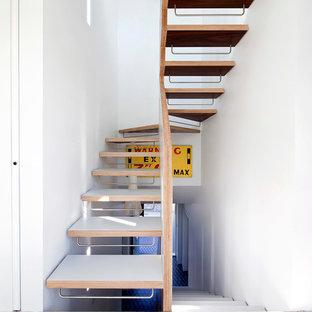 Diseño de escalera curva, actual, pequeña