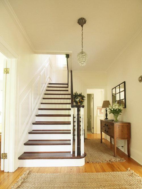 Treppenhaus im landhausstil new york   treppenhausgestaltung und ...