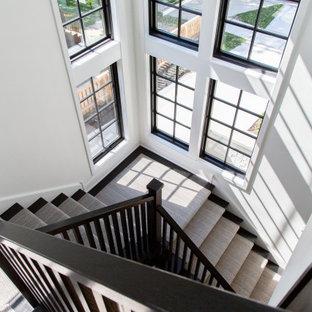 シカゴの北欧スタイルのおしゃれな階段の写真