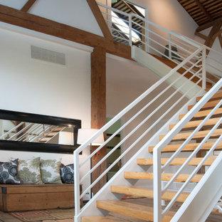 Imagen de escalera en U, campestre, grande, sin contrahuella, con escalones de madera