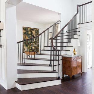 ナッシュビルのトランジショナルスタイルのおしゃれな階段の写真