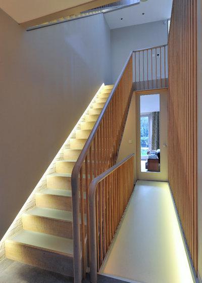 トランジショナル 階段 by MH Costa Construction Ltd