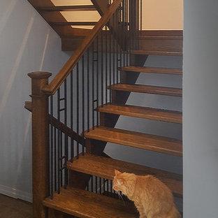Ejemplo de escalera suspendida, clásica renovada, grande, sin contrahuella, con escalones de madera