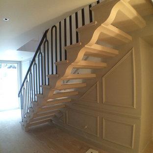 Foto de escalera romántica pequeña