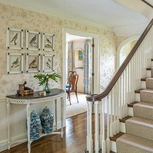 Foto de escalera recta, tradicional, grande, con escalones enmoquetados y contrahuellas enmoquetadas