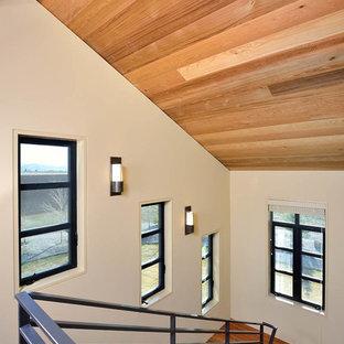 """Idee per una grande scala a """"U"""" minimal con pedata in legno e alzata in legno"""