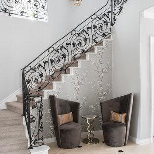 Foto på en mellanstor vintage l-trappa i målat trä, med sättsteg i målat trä och räcke i metall