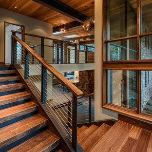 Modelo de escalera en L, contemporánea, de tamaño medio, con escalones de madera y contrahuellas de madera