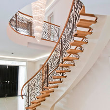 Traditional Staircase by Shandler Homes Ltd