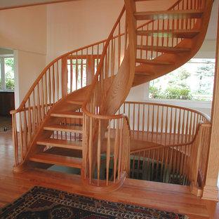 Oak free-standing spiral